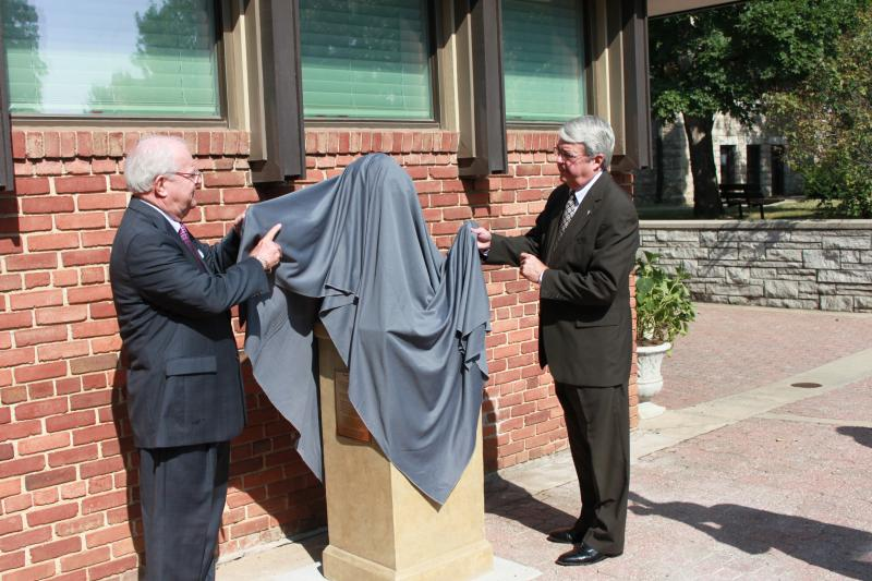 Jerry Redfern and Dr. David Manuel unveiling the bust
