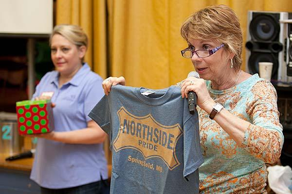 "Councilwoman Phyllis Ferguson awarding ""Northside Pride"" t-shirts as door prizes to some of the attending residents at Woodland Heights"