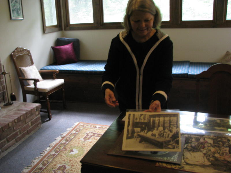 Susan Scott Leads a Tour