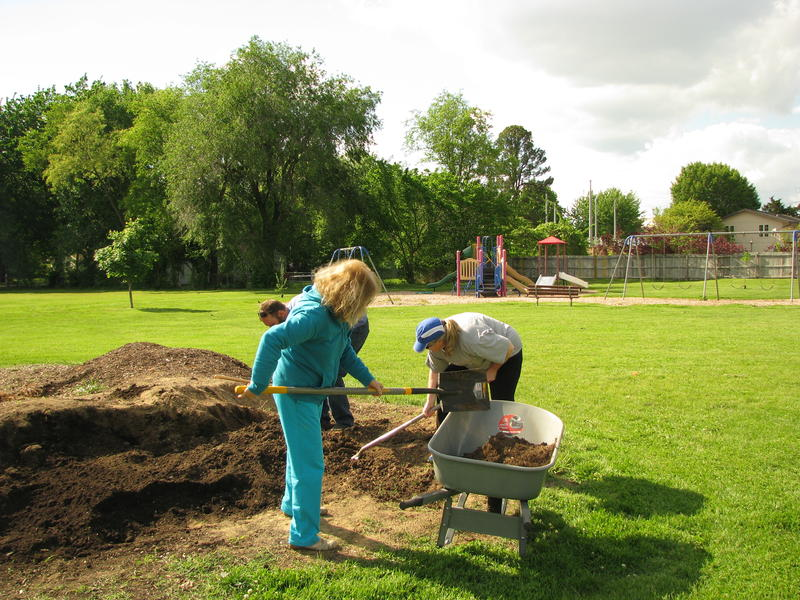 Mercy Volunteers at Ray Kelly Park