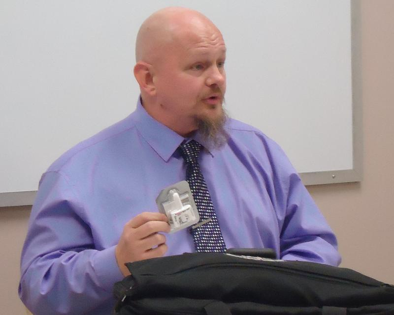 David Stoecker speaking on Naloxone, or Narcan, during a session at the Springfield Recovery Community Center.
