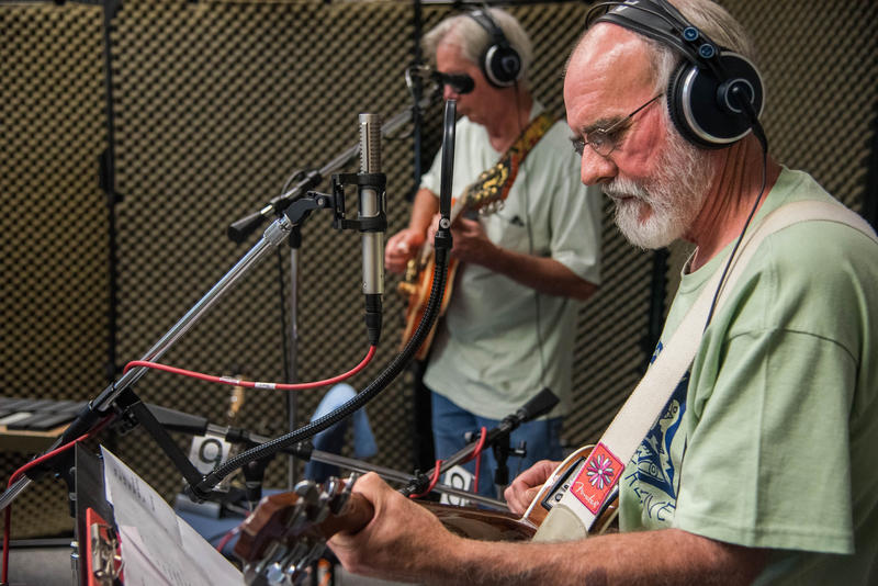 Phil Croy and Bob Runyon of Distant Relative on Studio Live