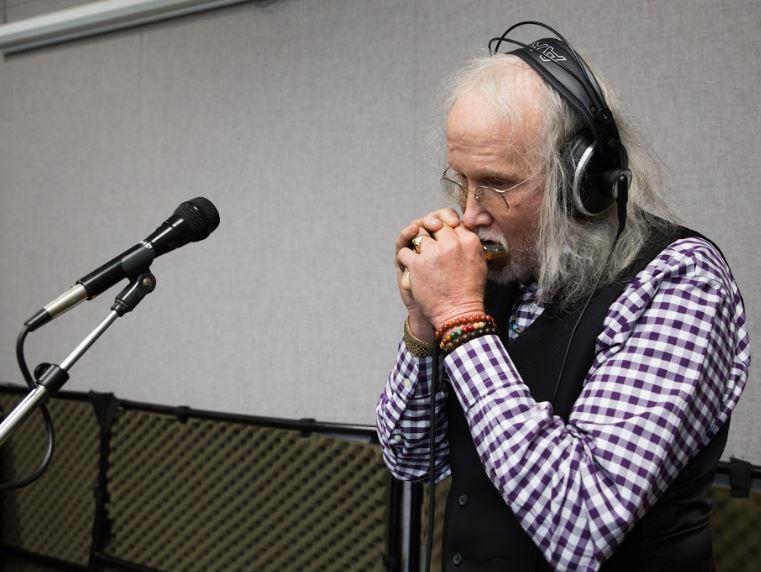 Steven Spencer of the Ozark Sheiks on Studio Live
