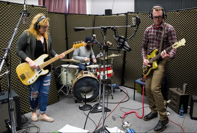Jessica Balisle, Isaac Neale and Blaine Whisenhunt of the Ozark Sheiks on Studio Live