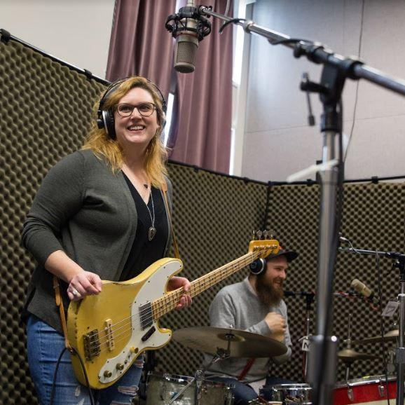 Jessica Balisle and Isaac Neale of the Ozark Sheiks on Studio Live