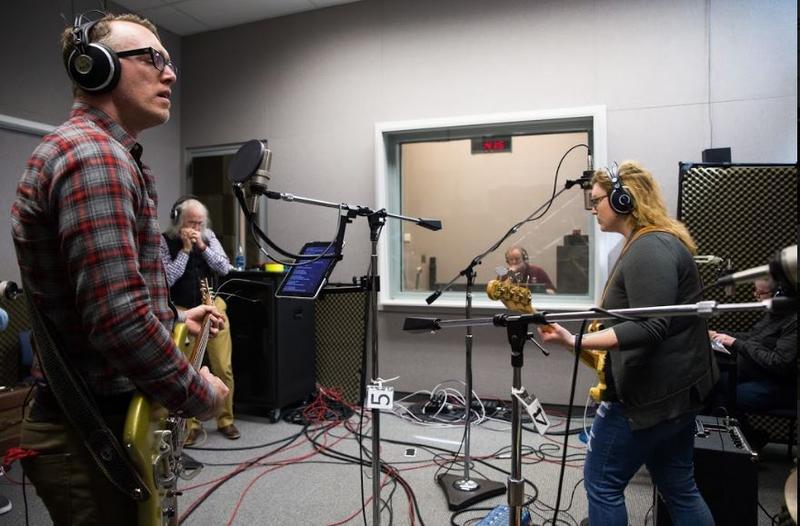 Isaac Neale of the Ozark Sheiks on Studio Live