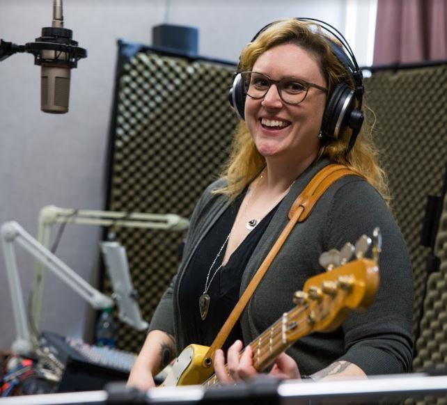 Jessica Balisle of the Ozark Sheiks on Studio Live