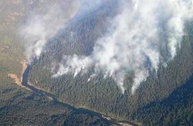 2013's Jenny Fire burns down toward the Rogue River.