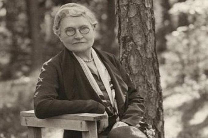 Amy Beach - America's First Successful Woman Composer