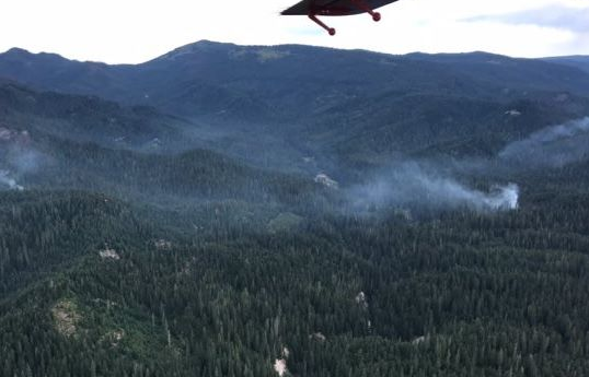 Yosemite remains open as wildfire burn nearby