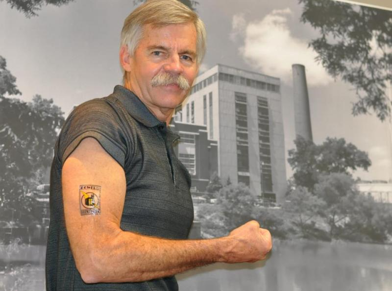 Former Mayor Howard Peak shows his support for Power of Preservation.