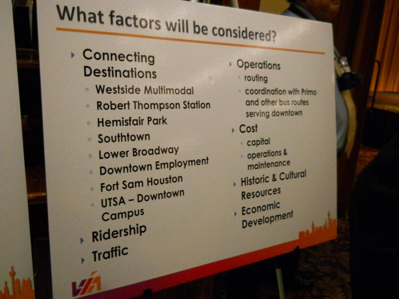 At the meeting, Vía was able to learn more about what people expect from a streetcar system.