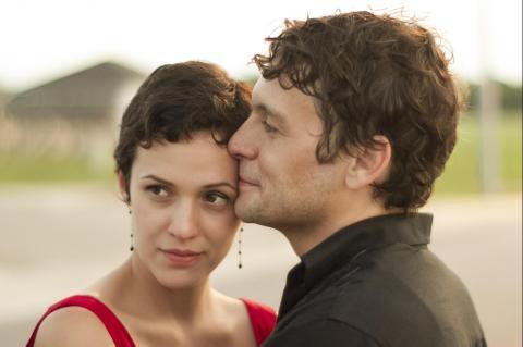 Leigh (Adriene Mishler) and Winston (Jonny Mars)