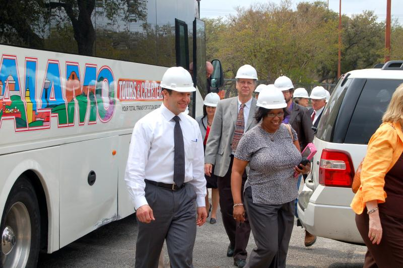 Deputy City Manager Peter Zanoni deboards the charter bus with Pre-K 4 SA board member Pamela Ray. The board toured the south and northwest side model education centers for the Pre-K 4 SA program Tues., April 2.