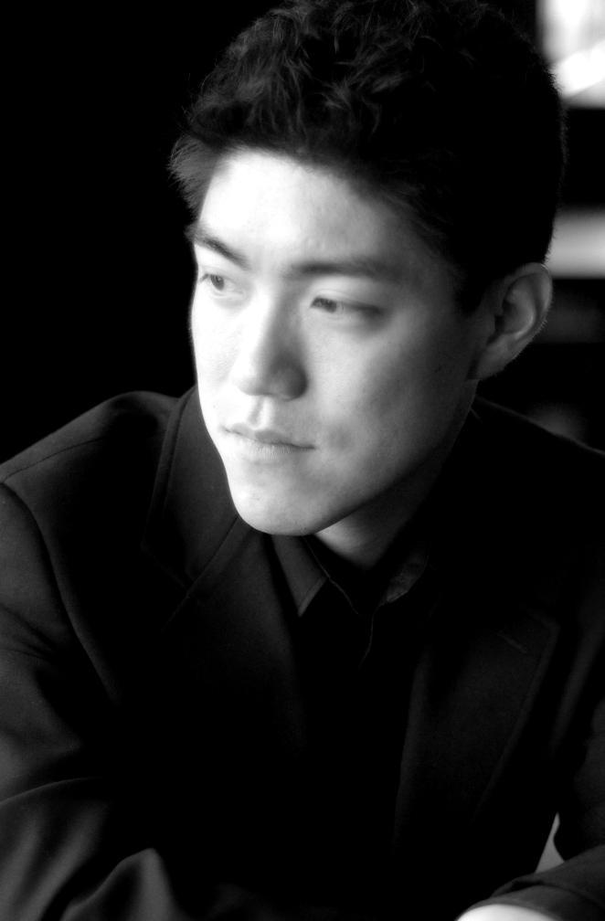 Pianist Ryo Yanagitani
