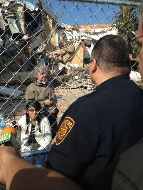 SAPD issues a tresspassing warning to preservationists behind the demolition fence.