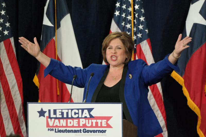 Van de Putte criticized Gov. Rick Perry for turning down a bill that would give women equal pay for the same work, but used it as a chance to praise the lawmaker who drafted the bill, Democratic gubernatorial candidate Wendy Davis.