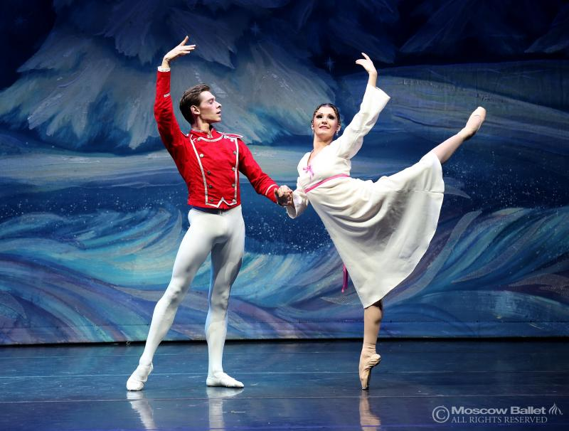Olga Kifyak as Masha, alongside Viktor Shcherbakov as her Nutcracker Prince.
