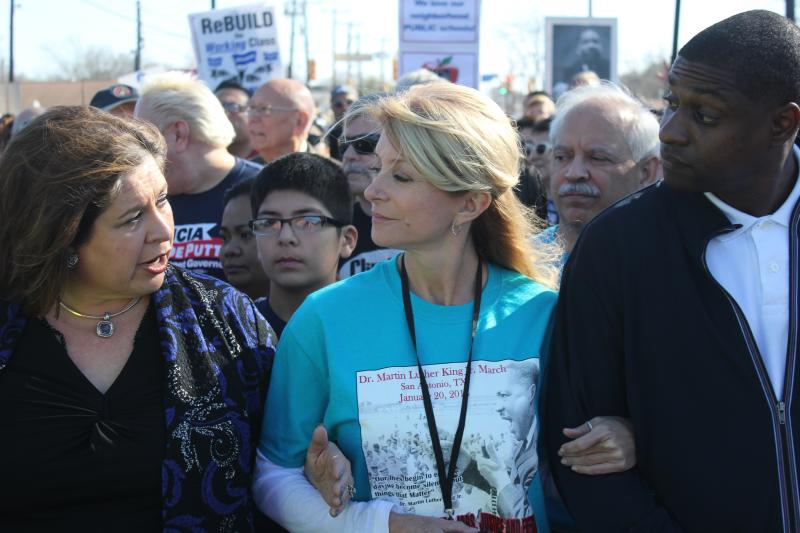 Democratic gubernatorial candidate Wendy Davis (center) talks with fellow state Sen. Leticia Van De Putte during the 2014 San Antonio MLK March.
