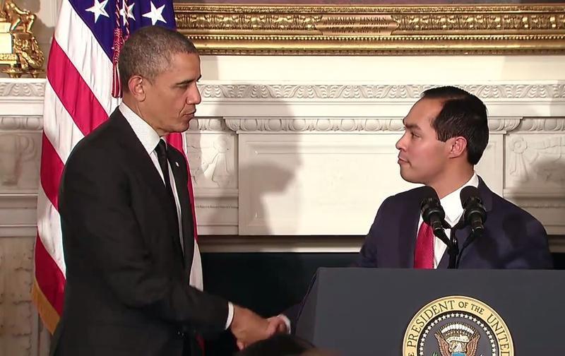 Julian Castro shakes the hand of President Barack Obama