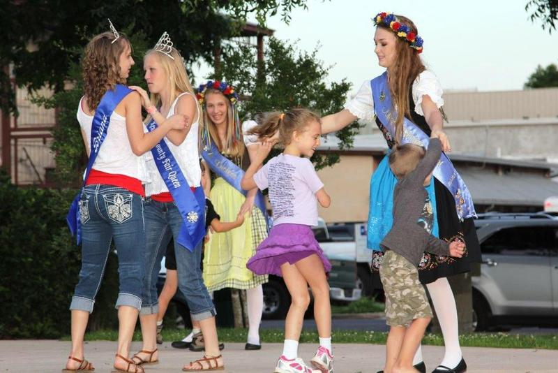 Bergesfest Royalty with children