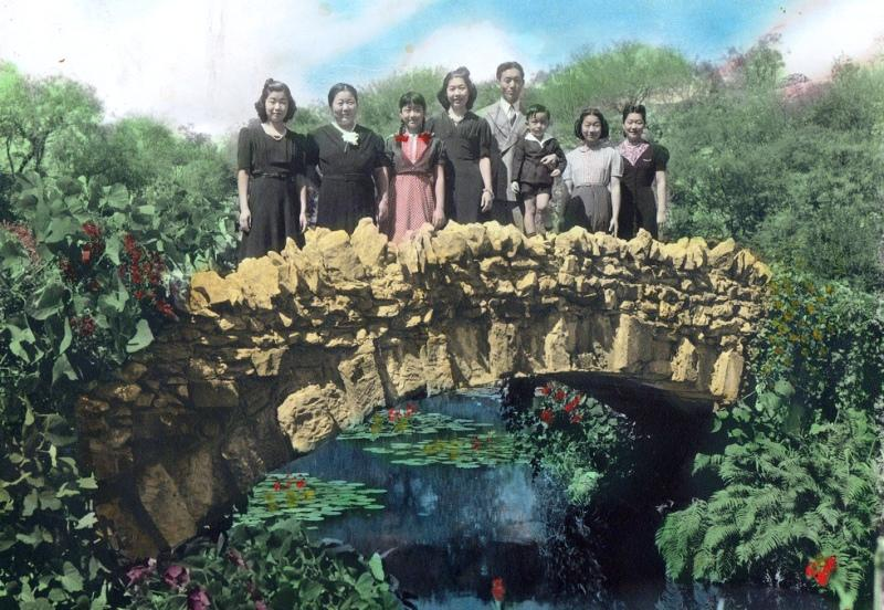 Superior Jingu Family On Bridge In The Tea Garden