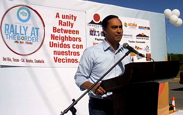 Rep. Joaquin Castro (D-San Antonio) speaking at the anti-border wall rally