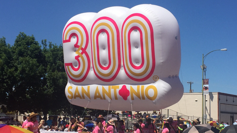A Tricentennial balloon in the Fiesta Battle of Flowers Parade from 2016