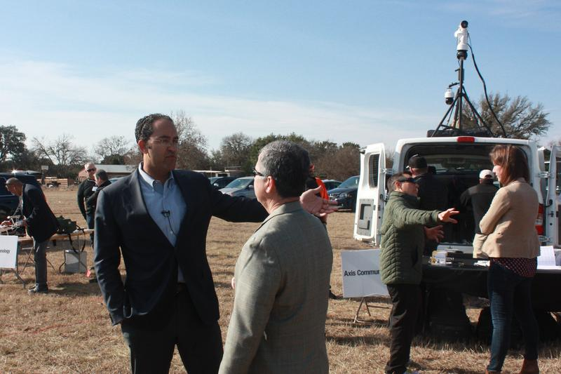 Rep. Hurd talks with David Aguilar about the needs of Border Patrol agents.