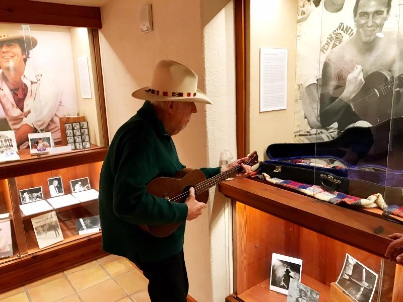 Jerry Jeff plays the ukulele at the Alkek Library