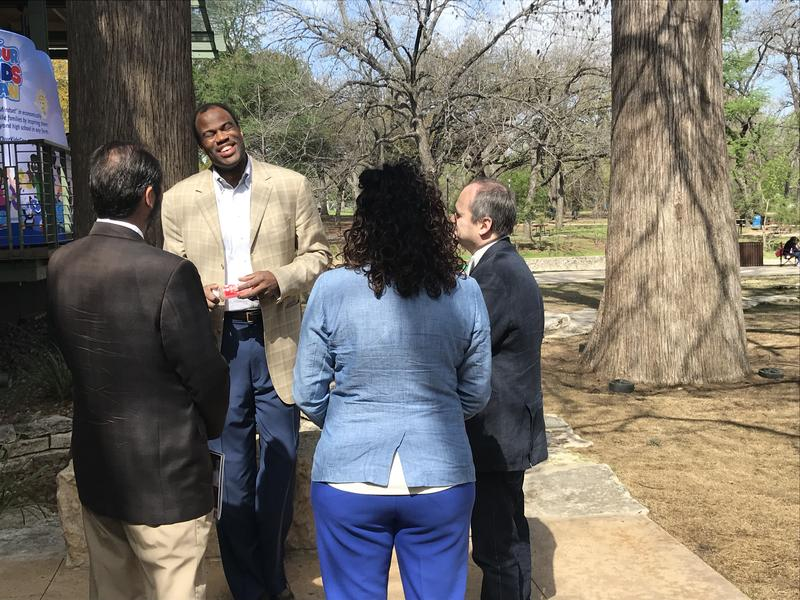 Former Spurs star David Robinson visits with attendees.