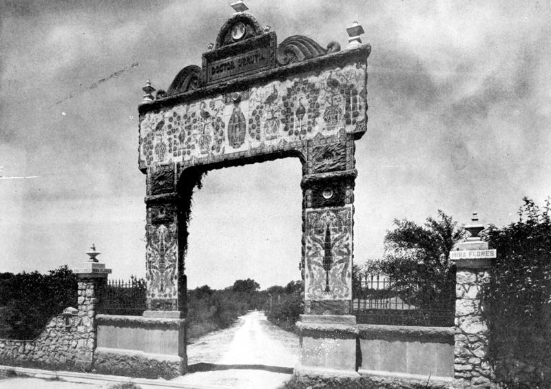 The Urrutia Gate, which stood at the Broadway Street entrance.