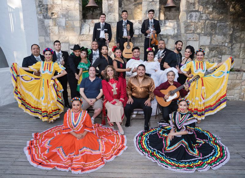 Fiesta Noche Del Rio cast photo from 2018.