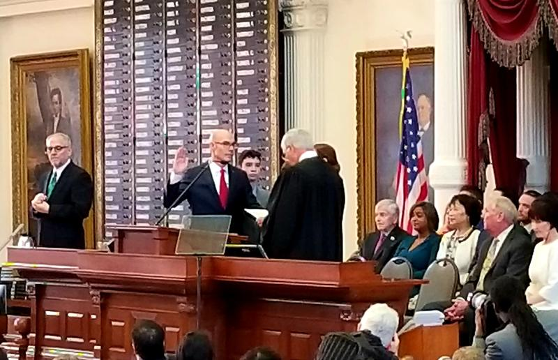Dennis Bonnen being sworn in as Speaker of the Texas House