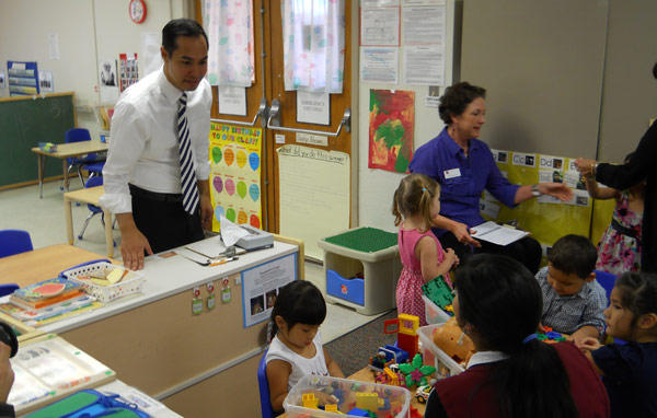 Mayor Julián Castro at a pre-K class