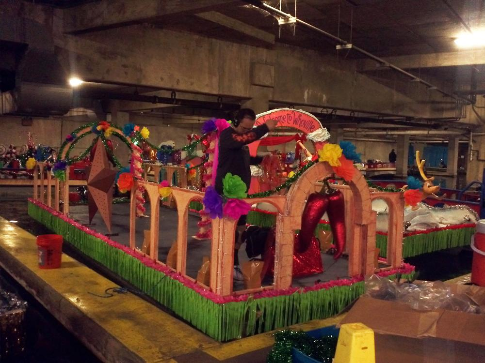 The Grinch Christmas Float Ideas.Paseo Del Rio Getting Ready For Annual Christmas River
