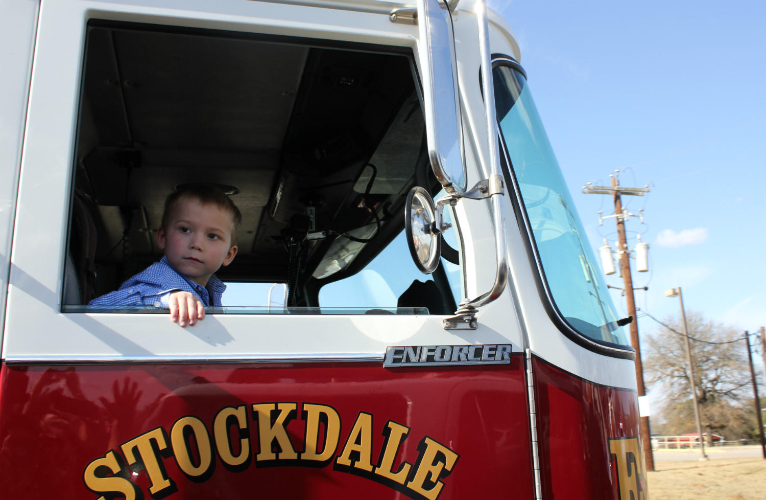 Texas shooting victim, 6, goes home on a firetruck