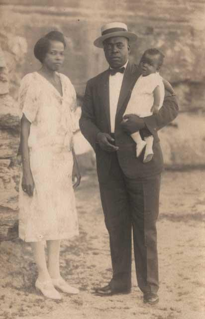 Eureka Springs couple with child, circa 1920s