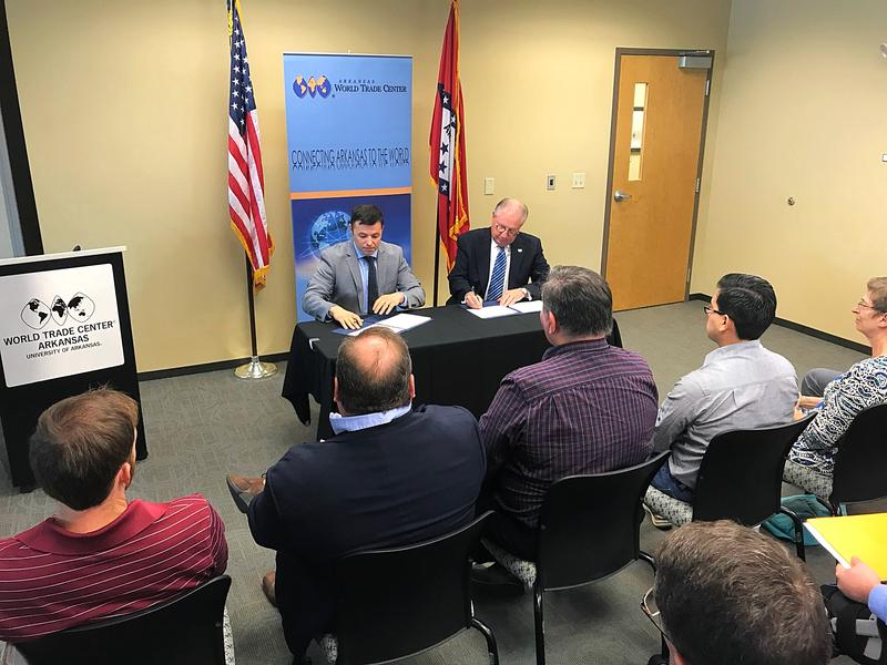 Edward Haddock, Director of the Arkansas District of the U.S. Small Business Administration, and Dan Hendrix, President and CEO of the Arkansas World Trade Center, sign a strategic alliance memorandum.