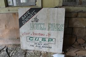 Hotel Pines