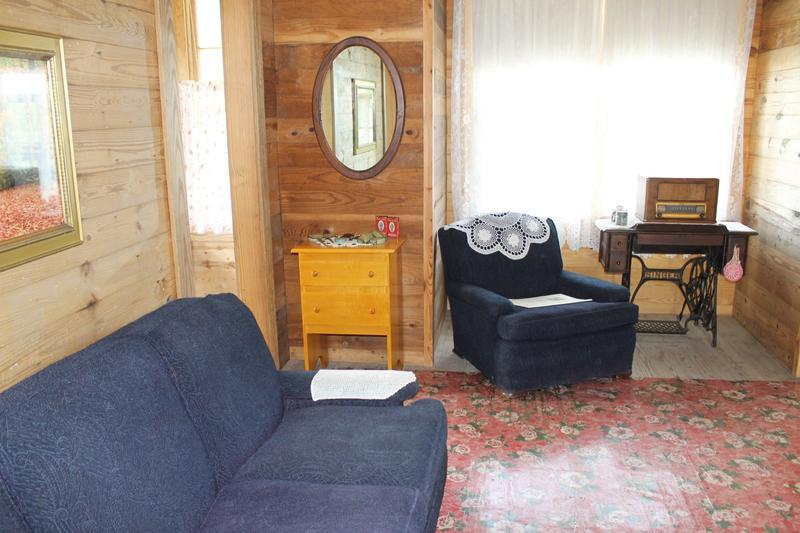 The living room of Johnny Cash's boyhood home.