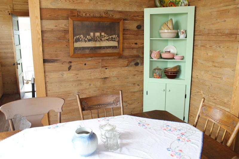 The dining room of Johnny Cash's boyhood home.