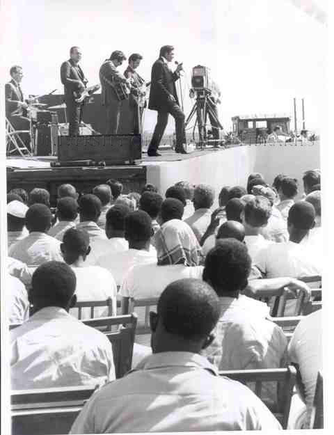 Cash onstage at Cummins prison, April 10, 1969