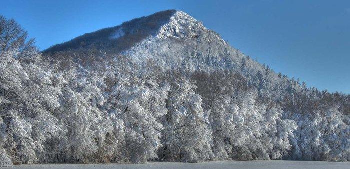 A snow-covered Pinnacle Mountain.