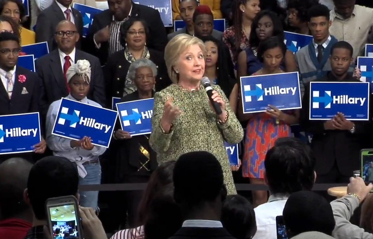 In Pine Bluff Hillary Clinton Says She S Running To Dismantle