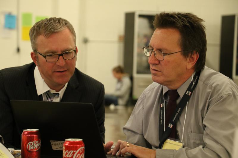 Media witness Sean Murphy (left) confers with AP Editor-Reporter Kelly Kissel as they await Thursday night's execution