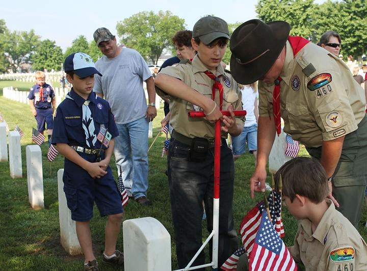 Boy Scouts decorate veteran's graves in Tennessee
