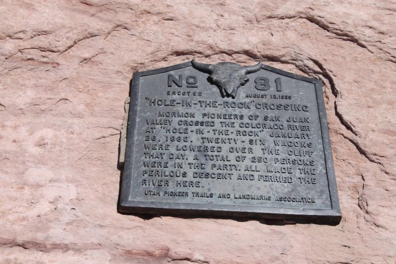 Daughters of the Utah Pioneers historic marker at Hole-in-the-Rock