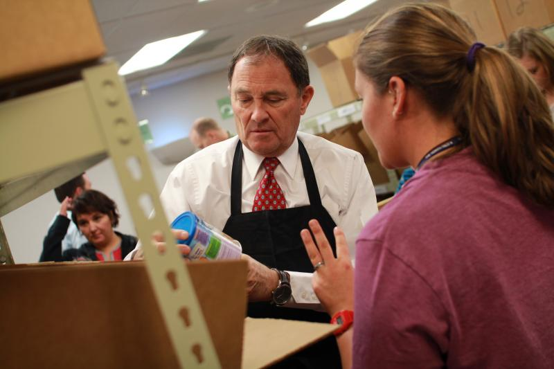 Governor Gary Herbert, R-UT, Volunteers at the Utah Food Bank