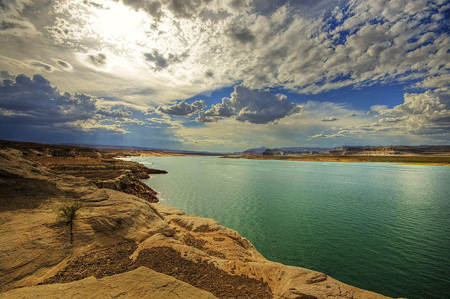 A pipeline from Lake Powell to Kane and Washington Counties in southwestern Utah would cost over $1 billion and must be repaid by area residents. Economists say the per resident expense would be huge.
